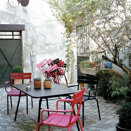 astuce r nover ses meubles de jardin moindre co t le meuble du jardin. Black Bedroom Furniture Sets. Home Design Ideas